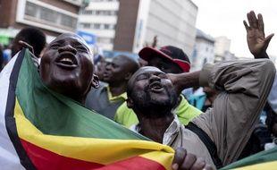 Des supporters de l'opposition manifestent à Harare, le 31 juillet 2018.
