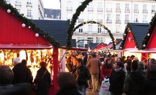Le marché de Noël 2015 se tient places Royale et du Commerce.