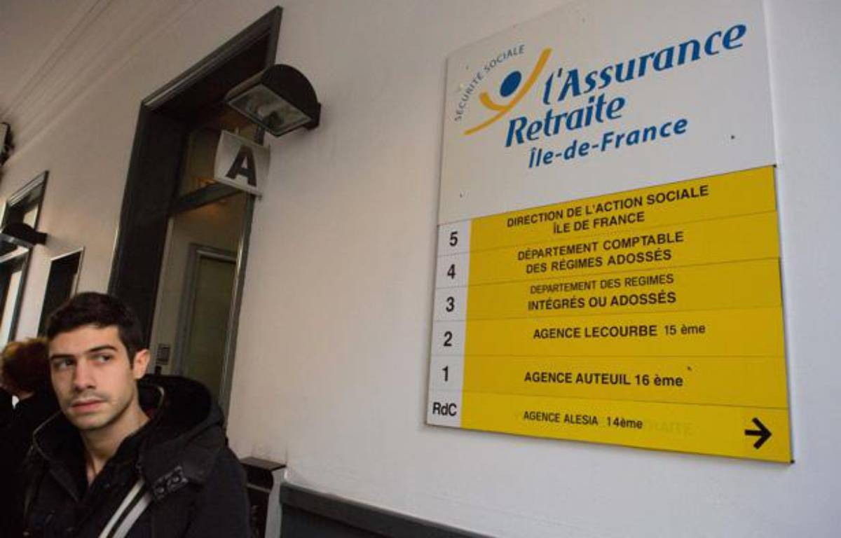Dans une agence de la Caisse nationale d'assurance vieillesse de Paris le 31 octobre 2012. – REVELLI-BEAUMONT/SIPA