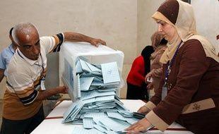 Début des opérations de dépouillement des élections législatives et présidentielle au Kurdistan autonome, en Irak, le 25 juillet 2009.
