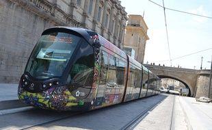 Le tramway à Montpellier, près du Peyrou.