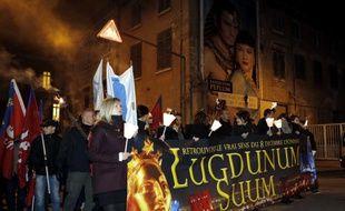 Chaque année, les identitaires de Lyon, mouvement proche de l'extrême droite, organise une montée aux flambeaux le 8 décembre pour dénoncer