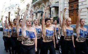 Des Femen se sont invitées à la conférence de presse du Front national mardi 22 avril 2014