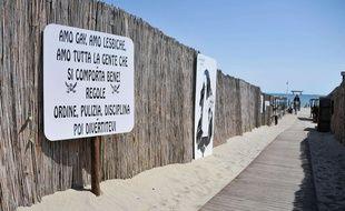 Au club de bord de plage le Punta Canna, situé àChioggia, à une trentaine de kilomètres au sud de Venise (Italie),Gianni Scarpa, le patron faitrégner l'ordre en s'inspirant des préceptes du fascisme.