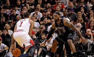 Miami a disposé de Chicago (97-93) grâce à 35 points de LeBron James et malgré 34 points de Derrick Rose, dimanche dans le choc de la Conférence Est de la NBA.