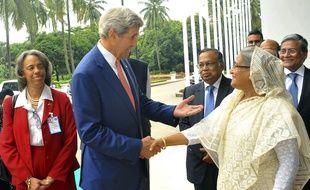 John Kerry et la Première ministre du Bangladesh Sheikh Hasina, à Dacca le 29 août 2016.