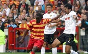 Cinq buts, dont deux de Dindane et un d'Akale, ont qualifié Lens pour le 1er tour de Coupe de l'UEFA aux dépens des Suisses des Young Boys de Berne (5-1) et validé les premiers choix tactiques de Jean-Pierre Papin, en match préliminaire retour du 2e tour, jeudi à Lens.