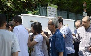 Hommage à Abelrazak mort d'une infection digestive aigue en colonie de vacances)  à la mosquée d'Orly le 16 juillet 2014. AFP PHOTO / BERTRAND GUAY