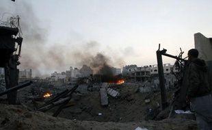 L'aviation et la marine israéliennes ont repris tôt lundi leurs bombardements de la bande de Gaza, faisant trois morts dont un enfant de cinq ans, au lendemain de la journée la plus meurtrière de l'offensive de l'Etat hébreu qui a tué 31 Palestiniens.
