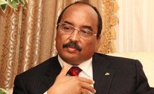 Le président mauritanien Mohamed Ould Abdel Aziz, qui a été blessé samedi au bras par une balle sera évacué dimanche vers Paris, après avoir été opéré à l'hôpital militaire de Nouakchott.