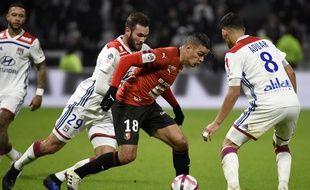 Hatem Ben Arfa, qui se faufile ici entre Lucas Tousart et Houssem Aouar, a signé son meilleur match sous le maillot rennais mercredi.