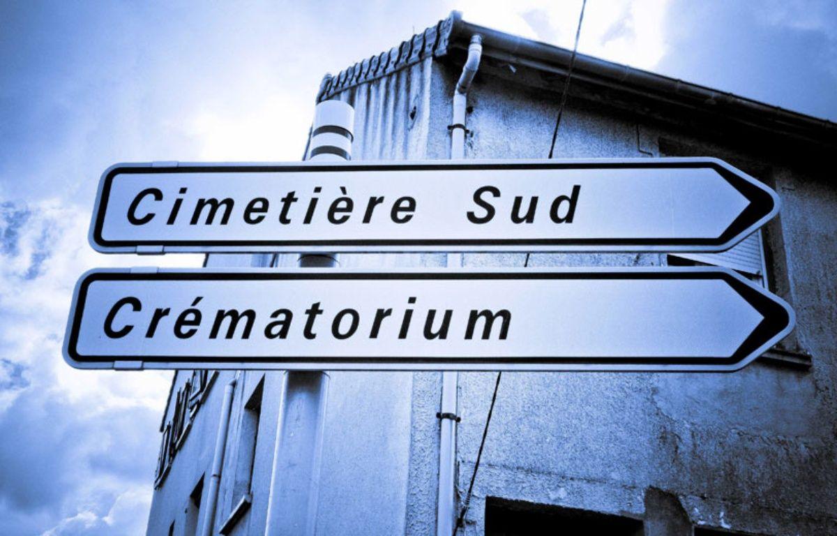 Panneaux routiers indiquant un cimetière et un crématorium. – GILE MICHEL/SIPA