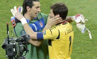 Buffon et Casillas après la finale de l'Euro 2012.