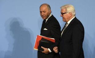 Le ministre allemand des Affaires étrangères Frank-Walter Steinmeier (d) et son homologue français, Laurent Fabius, le 28 octobre 2014 à Berlin