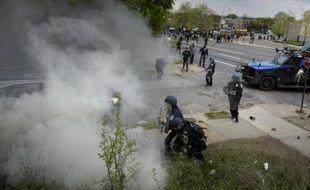 De nouveaux affrontements ont éclaté à Baltimore le 27 avril 2015 après les funérailles de Freddy Gray
