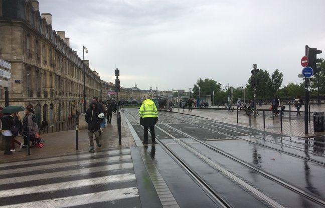 Le tram C est interrompu entre Quinconces et Gare Saint-Jean pour au moins quelques jours.