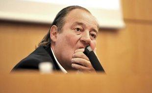 """Le président du RC Lens Gervais Martel a été mis en examen mardi pour """"corruption privée et recel d'abus de bien sociaux"""", a indiqué l'intéressé à sa sortie du bureau du juge, ajoutant qu'il """"conteste absolument"""" cette mesure"""