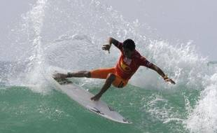 Le Brésilien Filipe Toledo dans les vagues du Lacanau Surf Pro en août 2012.