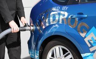Une pompe à hydrogène pour recharger une voiture, conçue par ITM Power.