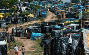 Le soleil est de plomb mais l'activité est incessante dans la Nouvelle Palestine, un campement illégal où des milliers de familles luttent pour obtenir un domicile à Sao Paulo, mégapole et capitale économique du Brésil en proie à une pénurie de logements.
