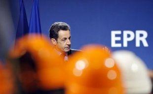 """Nicolas Sarkozy a souhaité vendredi que la réflexion engagée par le gouvernement sur les futurs partenariats nécessaires à l'avenir du groupe Areva """"aboutisse rapidement"""", lors d'une visite du chantier du premier EPR français à Flamanville (Manche)."""