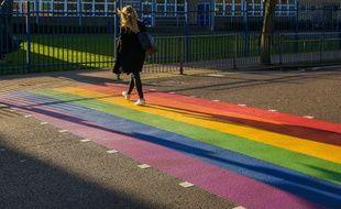 Un passage piéton LGBT+ (photo d'illustration)