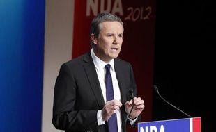 """Le candidat à la présidentielle Nicolas Dupont-Aignan a promis jeudi sept mesures pour """"changer la vie des femmes"""", dont l'objectif de 100.000 places de crèche en cinq ans et davantage de sévérité pour punir les violences conjugales."""