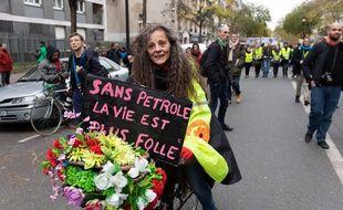 """De nombreux """"gilets jaunes"""" ont participé à la marche pour le climat à Paris"""