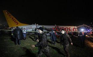 En Turquie, un avion de la compagnie Pegasus s'est brisé en trois à l'atterrissage, le 5 février 2020.