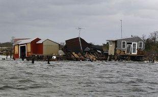 Des maisons de pêcheurs détruites par l'ouragan Sandy, le 30 octobre 2012, près de Fire Island (Etats-Unis).