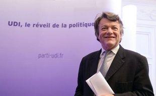L'ancien ministre Jean-Louis Borloo a été réélu en toute discrétion à la présidence du Parti radical qui tiendra samedi son 113e congrès à Paris, a-t-on appris mardi auprès du parti valoisien.