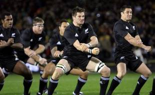 Les joueurs de rugby de l'équipe de Nouvelle-Zélande, en plein haka, le 2 août 2008 à Auckland.
