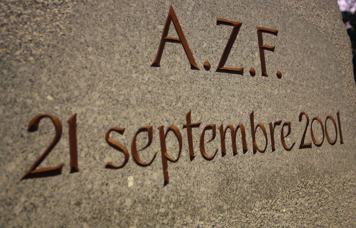 Stelle en hommage aux victimes de la catastrophe du 21 septembre 2001 sur le site AZF – A. GELEBART / 20 MINUTES