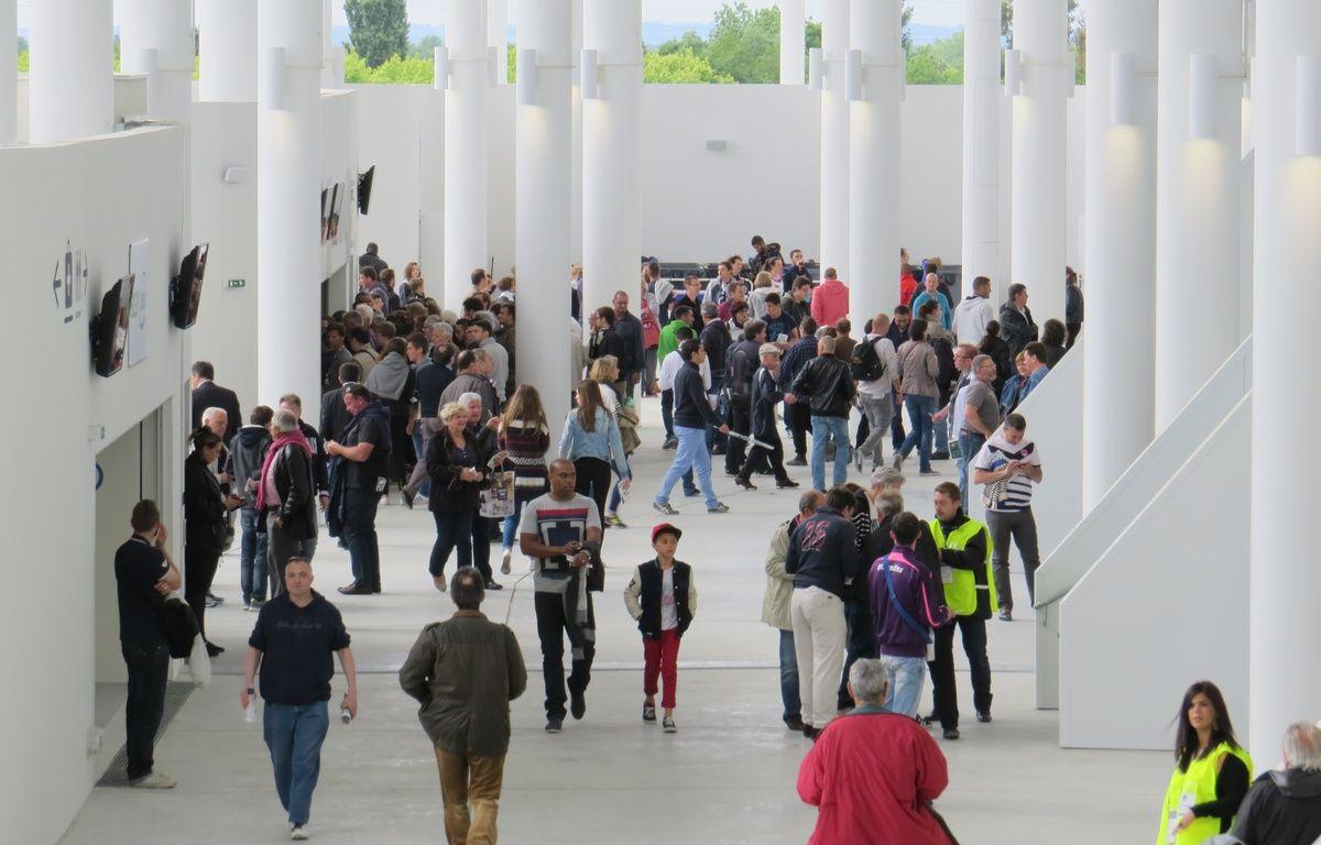 Supporters dans les coursives du Nouveau Stade de Bordeaux – M.Bosredon