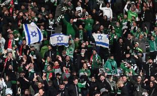 Des supporteurs du Maccabi Haïfa au stade olympique de Berlin le 30 septembre 2021, lors du match de Ligue Europa Conférence contre l'Union Berlin.
