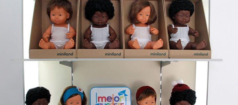 Des poupées représentant des bébés atteints du syndrome de Down.
