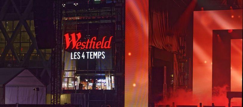 """Le chanteur et acteur américain John Legend en showcase privé au centre commercial """"Les Quatre-Temps"""", le 12 septembre, dans le quartier de la Défense à Nanterre près de Paris. Ce concert marque le passage définitif de ce centre commercial sous la marque Westfield. (Entre le 12 et le 21 septembre 2019, sept centres commerciaux francais ajouteront le préfixe de l'enseigne anglo-saxonne""""Westfield"""" a leur nom)."""