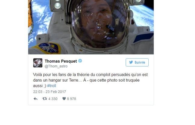 Tweet selfie de Thomas Pesquet lors d'une sortie dans l'espace