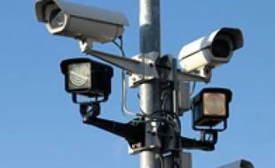 La Grande-Bretagne a annoncé, le 4 avril 2007, l'installation de caméras de vidéosurveillance parlantes.