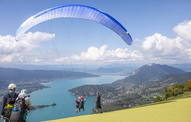 Le décor du lac d'Annecy vient une nouvelle fois d'émerveiller les 11 familles conviées à la découverte du parapente avec Nos P'tites Etoiles.