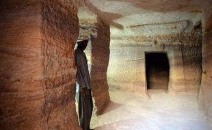 Elles sont plus modestes que leurs cousines égyptiennes, mais les 35 pyramides vieilles de 2.000 ans mises au jour par des archéologues français à Sedeinga au Soudan avaient le mérite d'être accessibles au plus grand nombre.