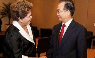 Dilma Rousseff, présidente du Brésil, et Wen Jiabao, le Premier ministre chinois, lors du sommet Rio+20 le 21 juin 2012.