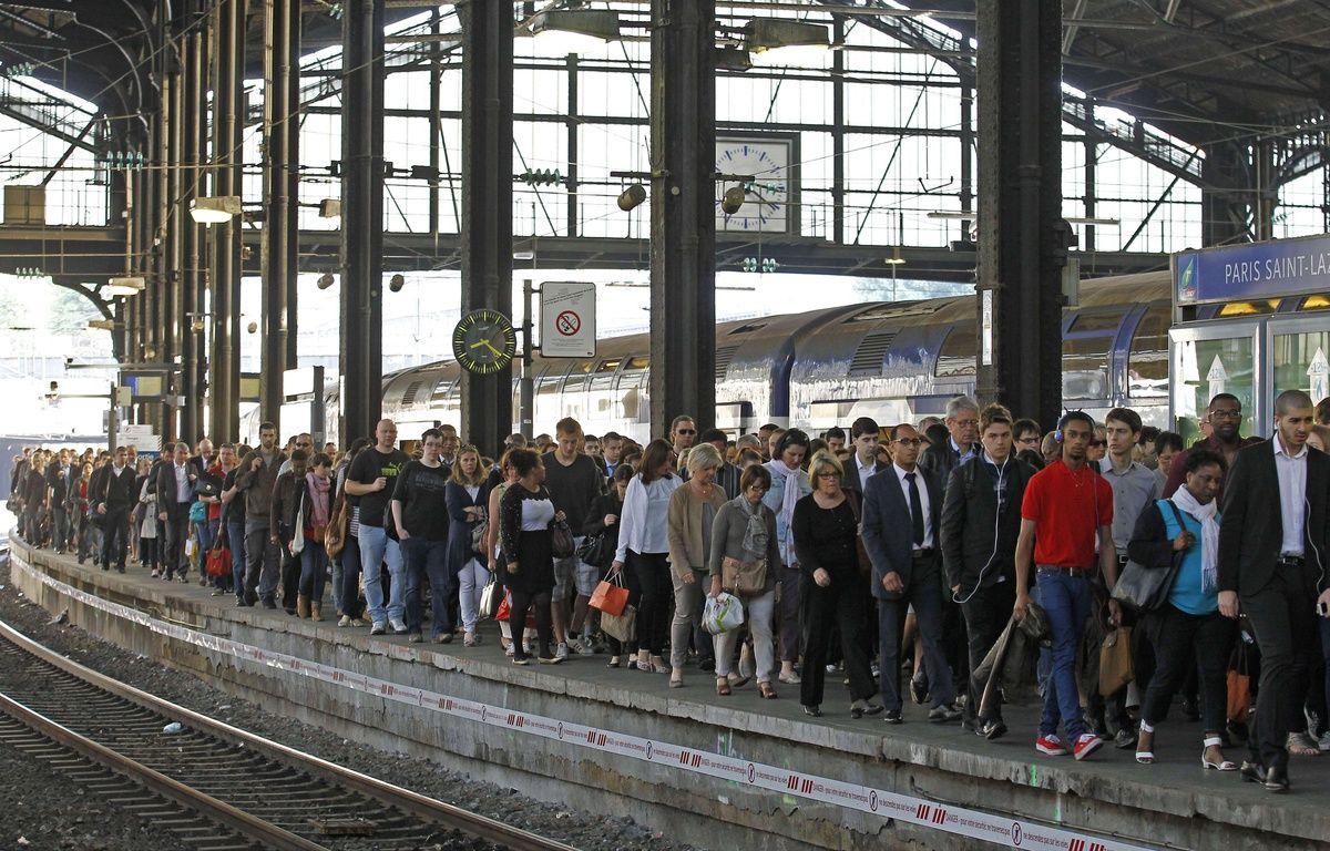 En moyenne, les Franciliens qui prennent le train ou le métro font 1.000 pas de plus par jour que les automobilistes. –  Remy de la Mauviniere/AP/SIPA