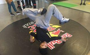 Sunni est considéré comme l'un des plus grands champions de breakdance.