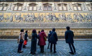Des touristes à Dresde le 16 novembre 2015
