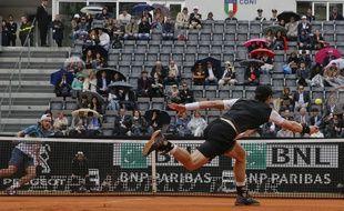 Lucas Pouille (au fond) n'a pas vu le jour face à Andy Murray (1er plan) en demi-finale du tournoi de Rome, le 14 mai 2016.
