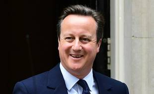 Le Premier ministre britannique David Cameron quitte Downing Street pour se rendre au Parlement le 27 juin 2016