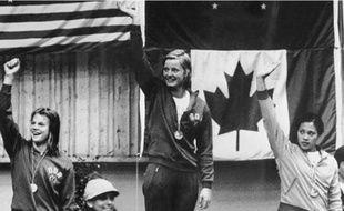 Kornelia Ender (au centre) a raflé quatre médailles d'or pour la RDA aux JO de 1976.
