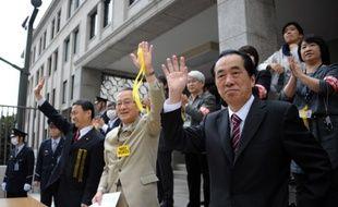 L'ancien Premier ministre Naoto Kan (à droite) lors d'une manifestation antinucléaire le 10 mars 2013 à Tokyo.