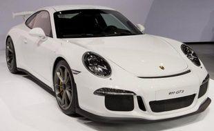 Les constructeurs automobiles haut de gamme Audi et Porsche, tous deux filiales de l'allemand Volkswagen, ont fait part lundi de ventes en nette hausse sur l'ensemble du premier trimestre, grâce à la demande en Chine et aux Etats-Unis qui compensent un marché terne en Europe.